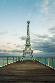 Free Eiffel Tower Miniature On Wooden Docks Royalty Free Stock Image - 131613246