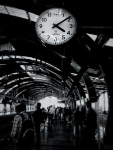 Free Grayscale Photography Of Train Clock Reads At 4:09 Stock Images - 131613544