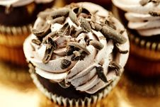 Free Cupcakes With Chocolate Shavings On Top Royalty Free Stock Images - 131719999