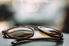 Free Close-up Photography Of Brown Framed Sunglasses On Gray Surface Royalty Free Stock Photos - 131720128