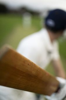 Free Selective Focus Photo Of Man Holding Cricket Ball Royalty Free Stock Images - 131720239