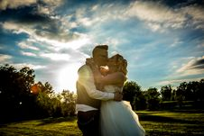 Free Man And Woman Kissing Together Royalty Free Stock Photos - 131860128