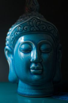 Free Blue Buddha Ceramic Head Figurine Royalty Free Stock Photography - 131860137