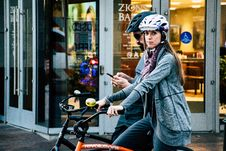 Free Woman Riding On Bicycle Royalty Free Stock Image - 131889106