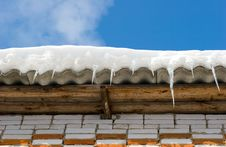 Free Snow Covered Roof Royalty Free Stock Images - 1321279