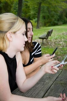 Free Friends On Cell Phone Together (Beautiful Young Blonde And Brune Stock Images - 1323064