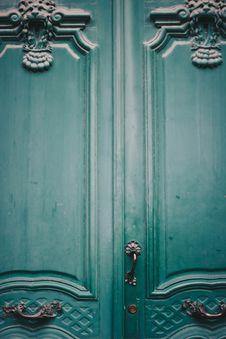 Free Green Wooden Door Royalty Free Stock Photos - 132036698