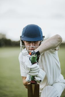 Free Man Sitting Holding Cricket Bat In Focus Photography Stock Photos - 132106363