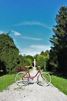 Free Red Cruiser Bike Royalty Free Stock Photography - 132106367