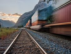Free Passing Train On The Tracks Royalty Free Stock Images - 132106409