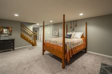 Free Room With Wooden 4-pillar Bed Royalty Free Stock Photo - 132106675