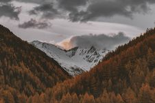 Free Snowy Mountain Photography Royalty Free Stock Images - 132219479