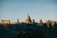 Free Silhouette Of People Behind St Paul S Cathedral Royalty Free Stock Photography - 132292987