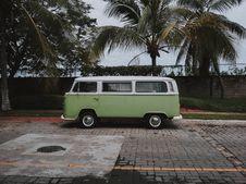 Free Green Volkswagen Transporter Van Parked Under Coconut Trees Royalty Free Stock Images - 132293189