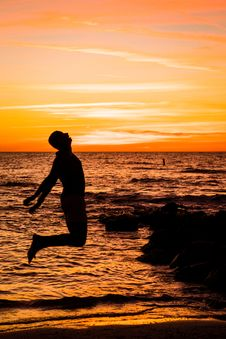 Free Man Jumping On Sea Royalty Free Stock Images - 132293249