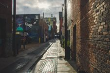 Free Empty Narrow Pathway Beside Buildings Royalty Free Stock Image - 132385936
