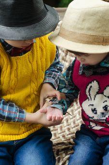 Free Kids Wearing Hat Royalty Free Stock Photo - 132385995