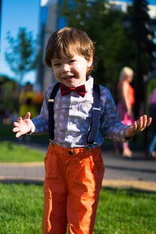 Free Photo Of Toddler Wearing Pants With Suspenders Royalty Free Stock Photos - 132386028