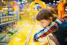 Free Selective Focus Photography Of Toddler In Front Of Glass Royalty Free Stock Photography - 132386077