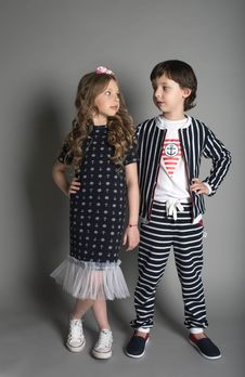 Free Kids Facing Each Other While Standing Stock Photography - 132386092
