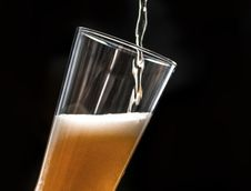 Free Beer Pouring Into Glass Royalty Free Stock Photos - 132386148