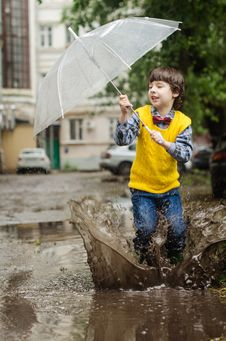 Free Boy Holding Clear Umbrella Royalty Free Stock Photo - 132568245