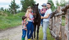 Free Family Standing Beside Horse Stock Images - 132670684