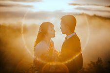 Free Man And Woman Staring At Each Other During Sunset Royalty Free Stock Images - 132670919