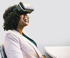 Free Smiling Woman Wearing Black Virtual Reality Headset Stock Photos - 132760883