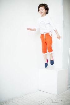 Free Boy Jumping Near Wall Royalty Free Stock Image - 132760976