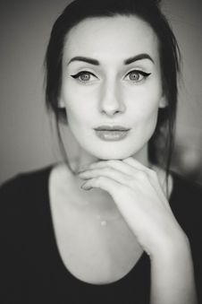 Free Grayscale Photo Of Woman With Her Hand Bellow Her Chin Royalty Free Stock Photo - 132859645
