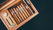 Free Box Of Cigars Royalty Free Stock Photo - 132944865