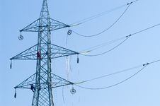 Free Workers On Electrical Pylon Royalty Free Stock Images - 1331289
