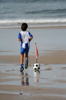 Free Boy Playing Soccer Stock Images - 1337554