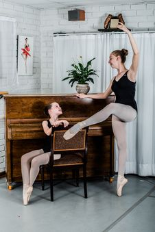 Free Two Ballerina Near Piano Stock Images - 133049564