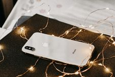 Free Close-Up Photo Of IPhone Near String Lights Royalty Free Stock Photos - 133253098