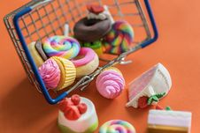 Free Mini Dessert Toys With Shopping Basket Stock Photography - 133488992