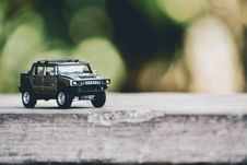 Free Selective Focus Photography Of Gray Hummer Truck Miniature Royalty Free Stock Images - 133489579