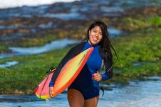 Free Woman Carrying Surfboard Stock Image - 133489741