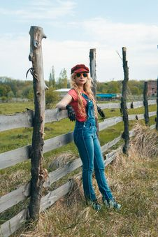 Free Woman Wearing Red Station Cap Beside Wooden Fence Royalty Free Stock Images - 133729089