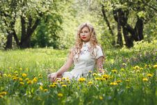 Free Woman Sitting On Yellow Black-eyed Susan Flower Field Royalty Free Stock Photography - 133729487