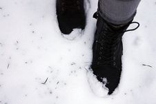 Free Person Stepping On Snow Royalty Free Stock Photos - 133729618
