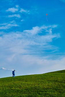 Free Photo Of Kid On Grass Field Flying Kite Stock Photo - 133729650