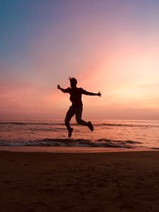 Free Silhouette Of Jumping Man During Sunset Royalty Free Stock Images - 133729799