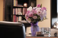 Free White And Pink Flowers In Vase Royalty Free Stock Image - 133729966