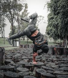 Free Tree, Street Stunts, Physical Fitness, Freestyle Walking Royalty Free Stock Images - 133773249