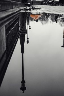 Free Reflection Of A Lamp Post On Water On Road Royalty Free Stock Images - 133792169