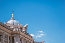 Free Low-angle Photo Of White Concrete Palace Under Clear Blue Sky Stock Photos - 133893203