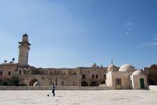 Free Man Playing Ball Near White Concrete Mosque Stock Photos - 133893263