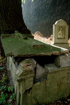 Free Old Grave Royalty Free Stock Photos - 1345898